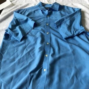 New mens button down short sleeves size large